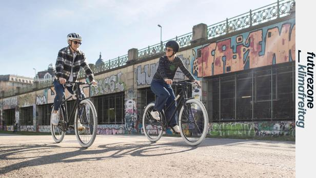 Zwei RadfahrerInnen mit EDDI-Bikes auf dem Donaukanal-Radweg