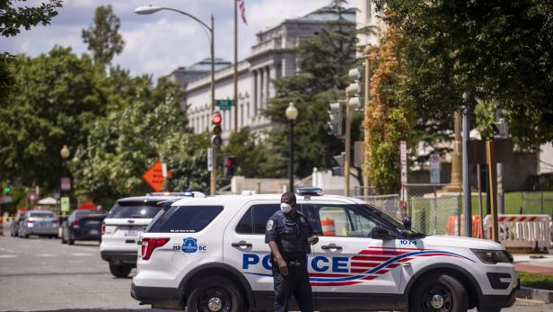 Bomb threat near the Library of Congress and the US Capitol