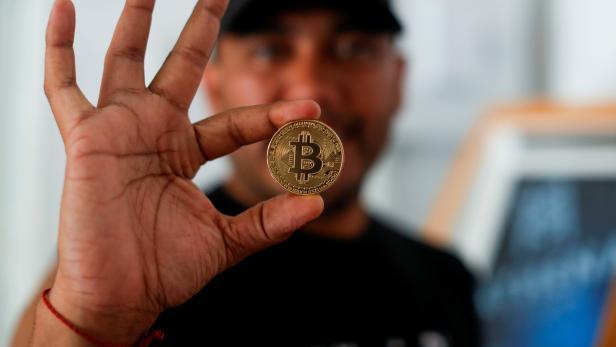 People use bitcoin in El Zonte Beach in Chiltiupan