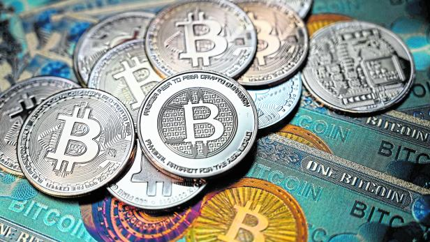 FILES-WORLD-ECONOMY-MARKETS-CURRENCY-BITCOIN