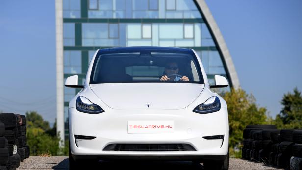 HUNGARY-US-AUTOMOBILE-ECONOMY-TECHNOLOGY-ENERGY-TESLA