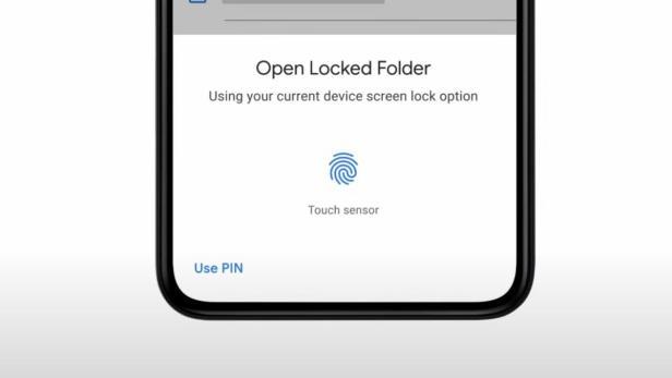 Aufforderung zu Fingerabdruck-Scan, um gesperrten Ordner bei Google Fotos zu öffnen