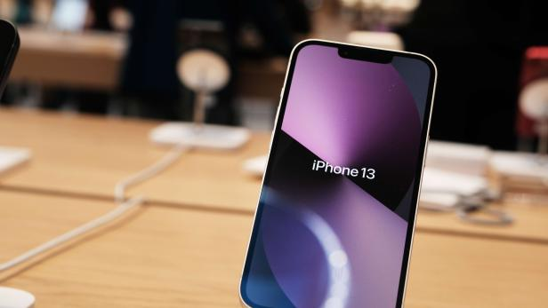 US-APPLE'S-NEW-IPHONE-13-AVAILABLE-IN-STORES