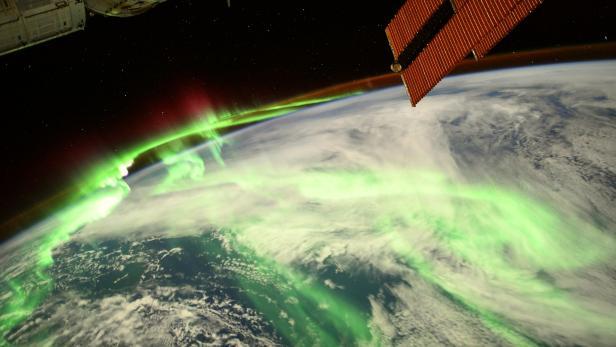 Foto von ISS mit Polarlichtern auf der Erde