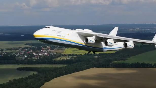 Antonow An-225 beim Abflug