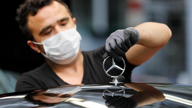 Mercedes Benz car production during Corona pandemic in Sindelfingen