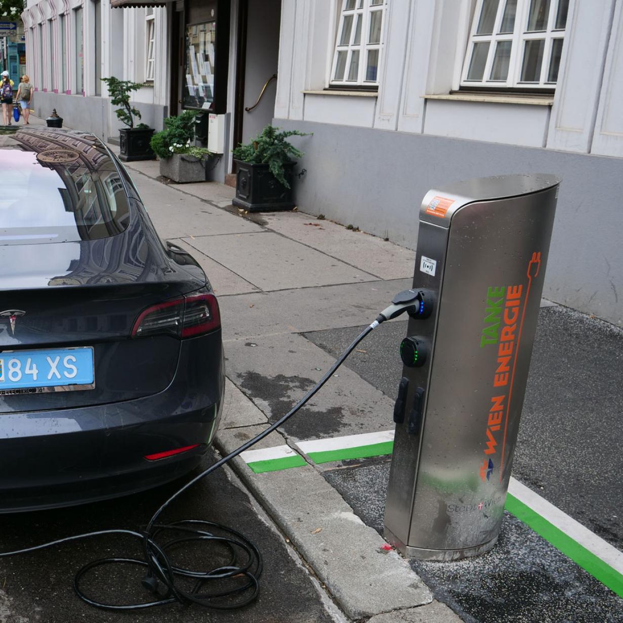 Halbzeit beim Ausbau von E-Auto-Ladestellen in Wien