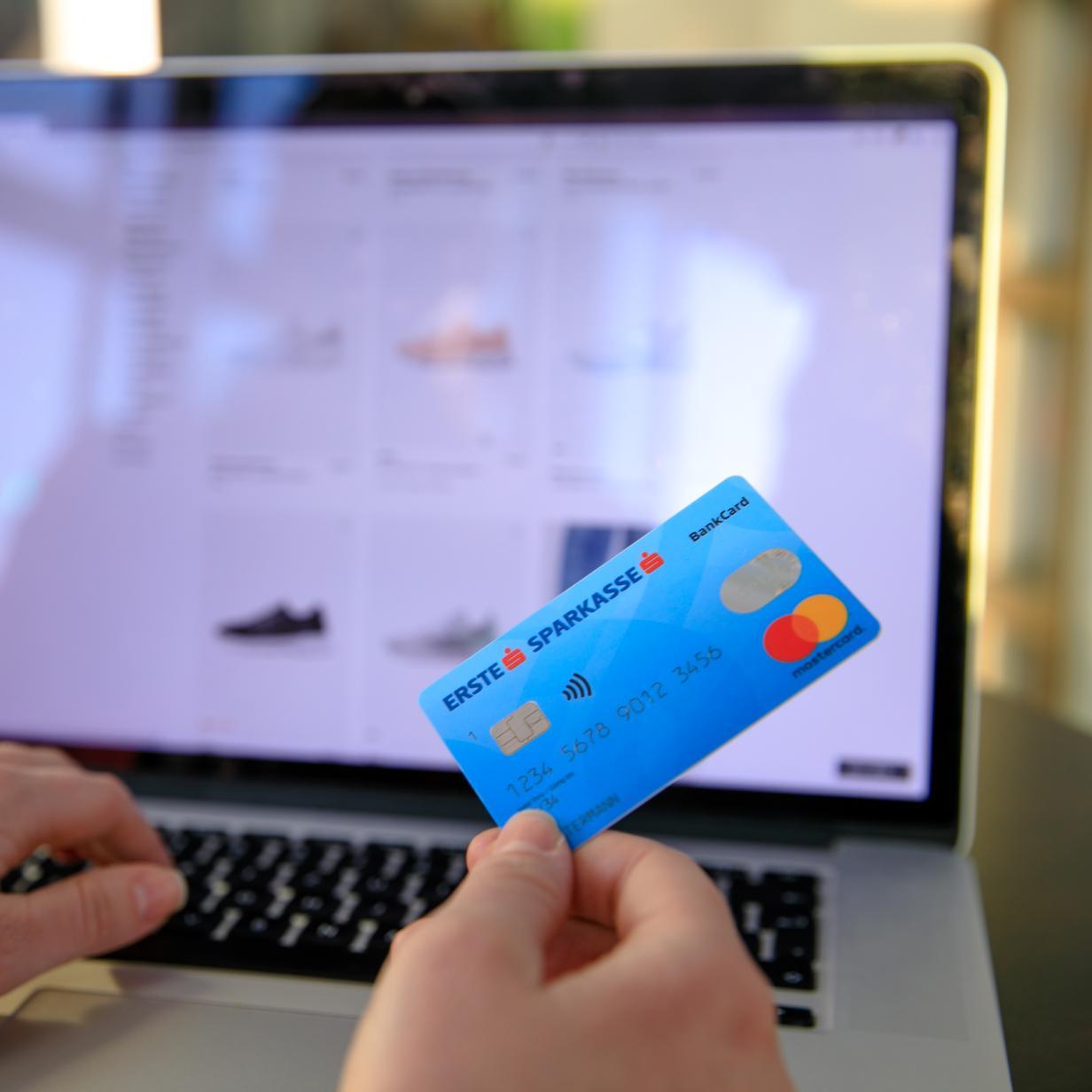 Sparkasse Ec Karte Ausland.Aus Fur Maestro Bankomatkarte Erste Bank Bringt Neue Debit