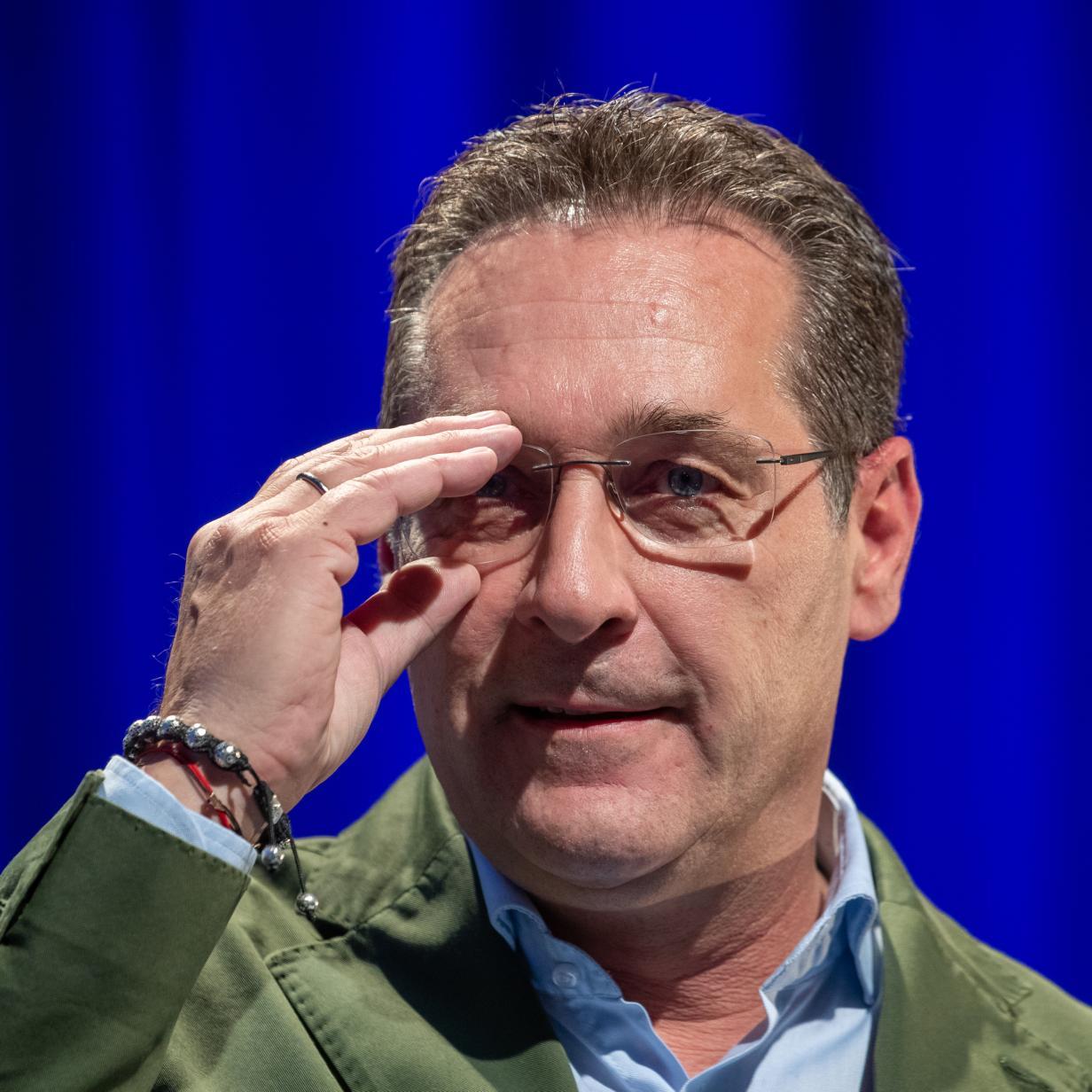 Strache teilt Artikel von Holocaust-Leugner auf Facebook