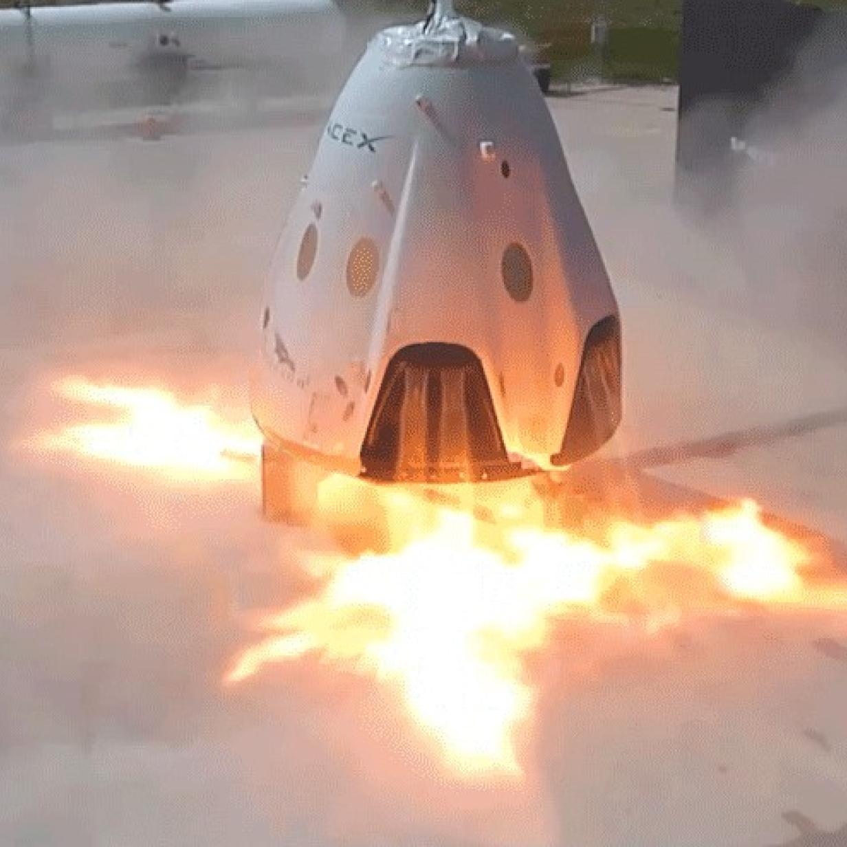 "Video: SpaceX-Raumkapsel ""Crew Dragon"" bei Tests explodiert"