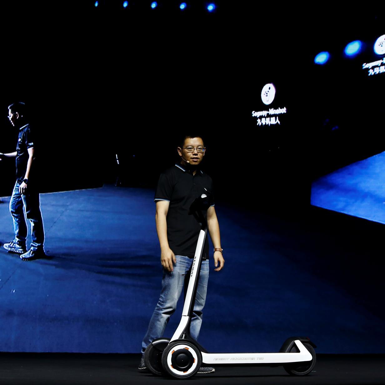 Neuer E-Roller fährt ohne Fahrer zur Ladestation