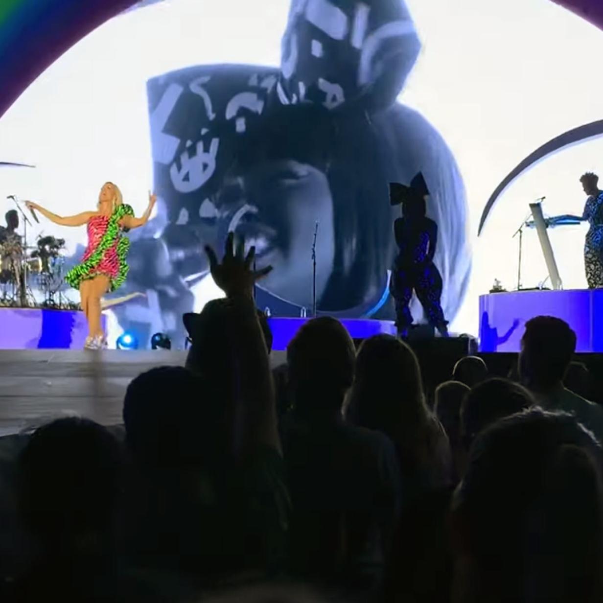 Amazon buchte Katy Perry für gigantische Firmenfeier in Stadion