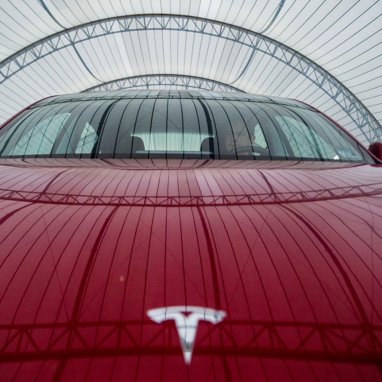 Neuronales Netzwerk soll Tesla-Scheibenwischer weniger nervig machen