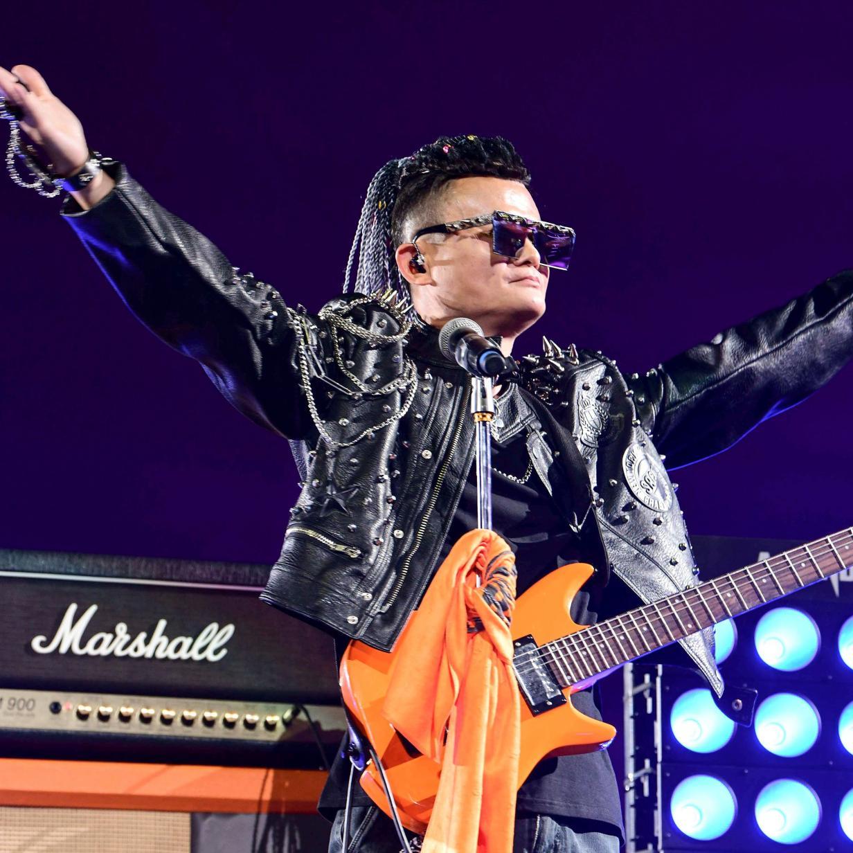 Jack Ma zieht sich mit Rockstar-Auftritt als Alibaba-Chef zurück