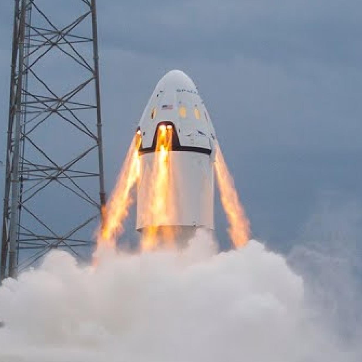 SpaceX zeigt spektakuläre Videos von Tests mit bemannter Raumkapsel