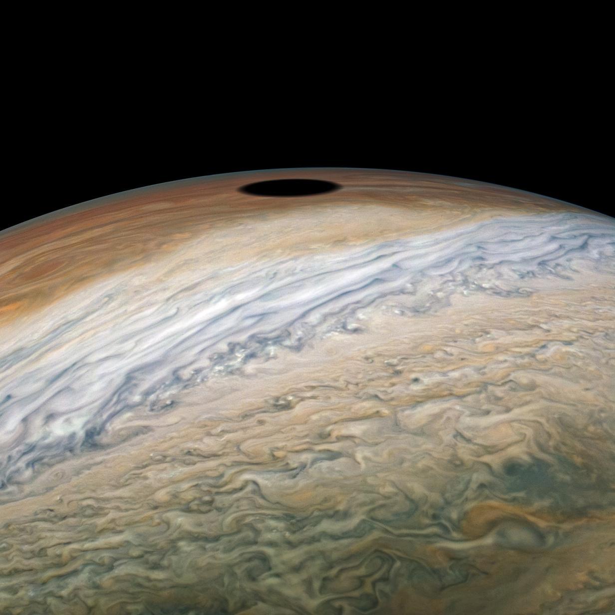 So sieht eine Sonnenfinsternis am Jupiter aus