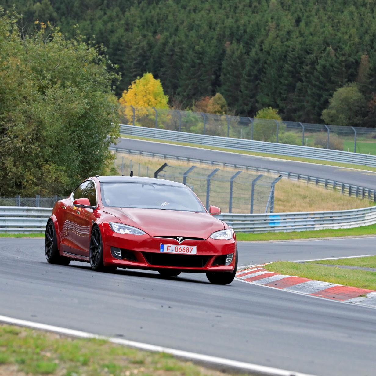 Tesla-Prototyp crasht am Nürburgring auf Rekordjagd