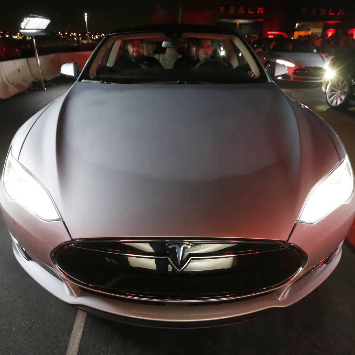 Display tot, Auto lädt nicht: Probleme mit älteren Teslas