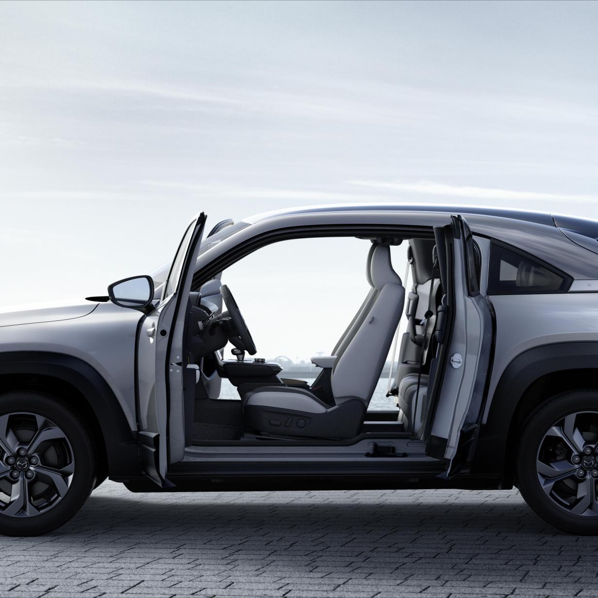 """Mazda zeigt erstes Elektroauto MX-30 mit """"Selbstmördertüren"""""""