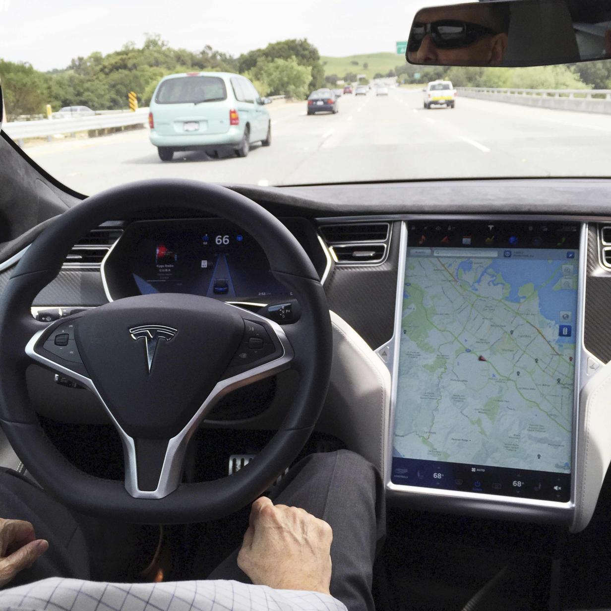 US-Politiker verwendet Tesla-Autopilot falsch