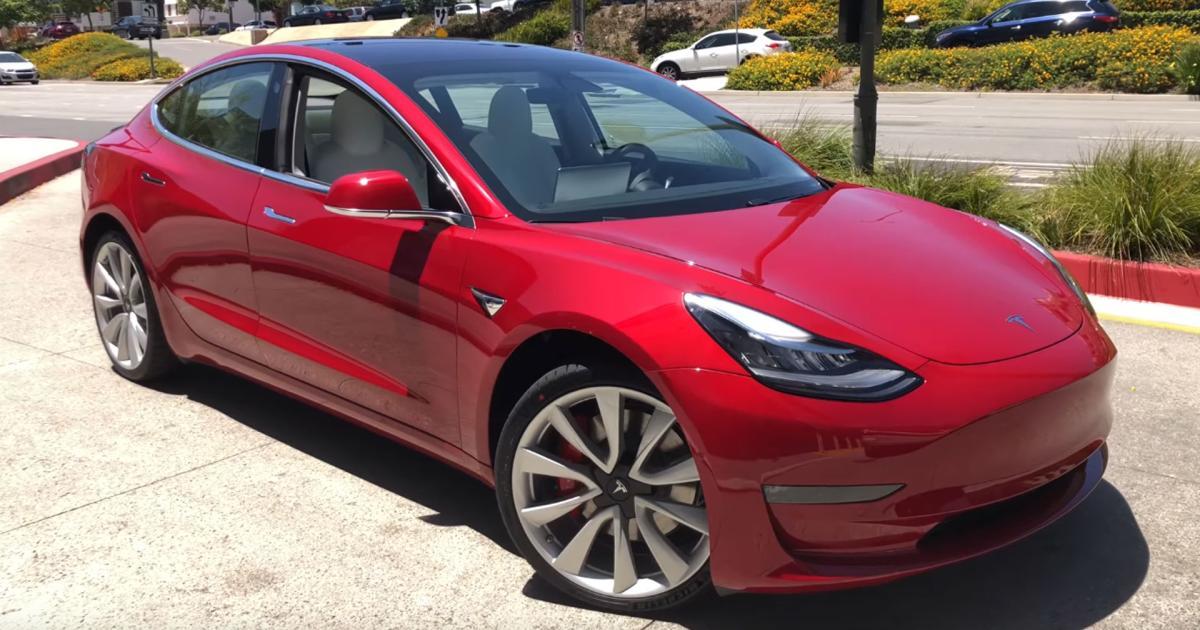 """""""Das beste Auto der Welt"""": Tester loben Tesla Model 3 Performance"""