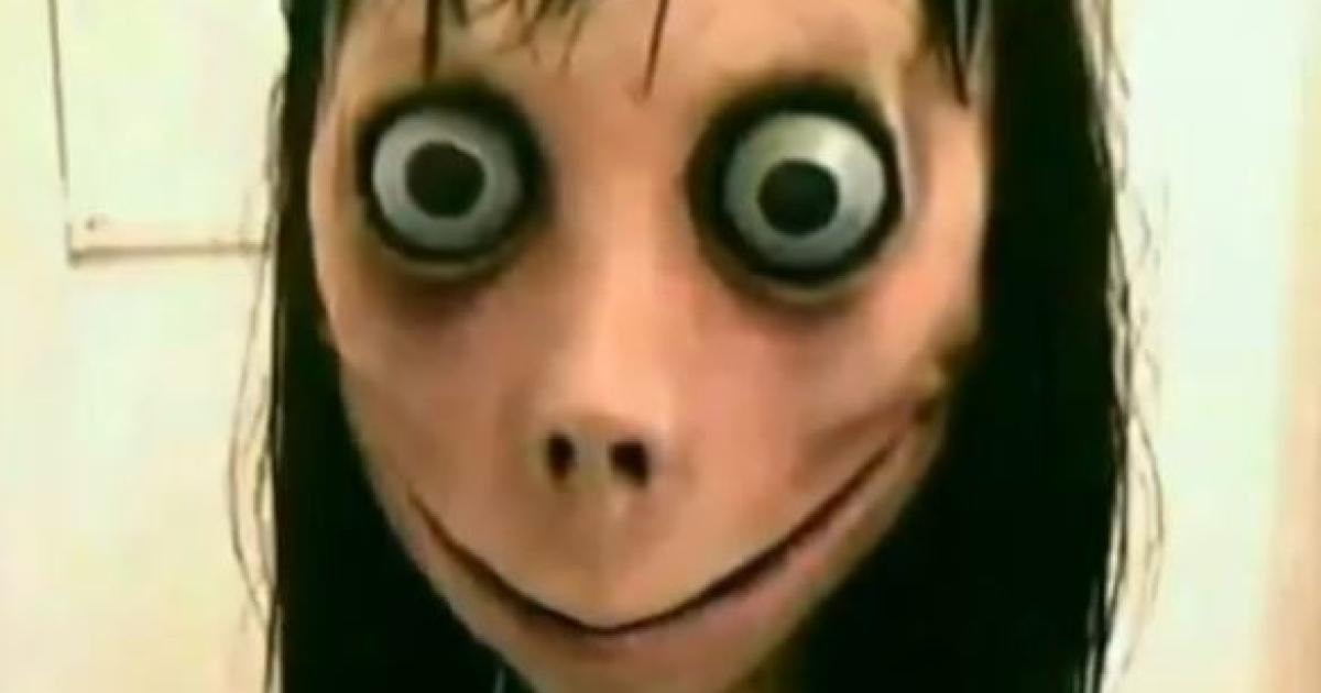 Horror Puppe Momo