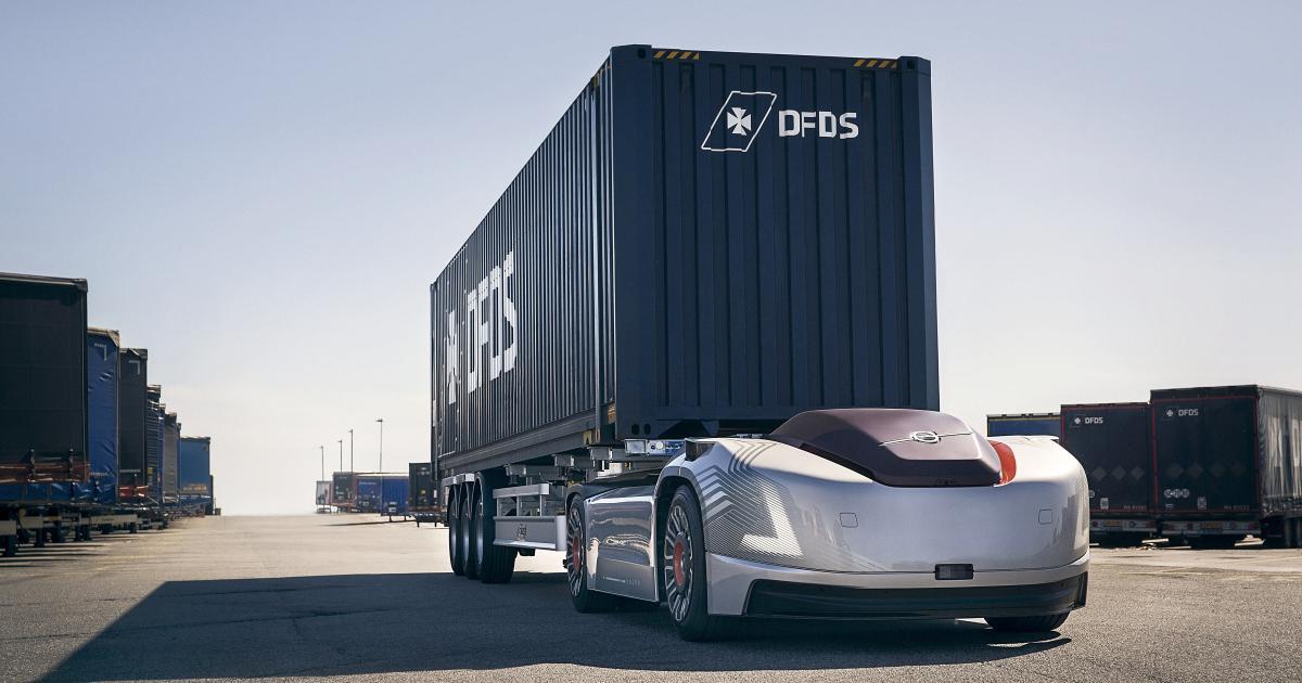 Selbstfahrendes E-Auto transportiert Lkw-Container in Schweden