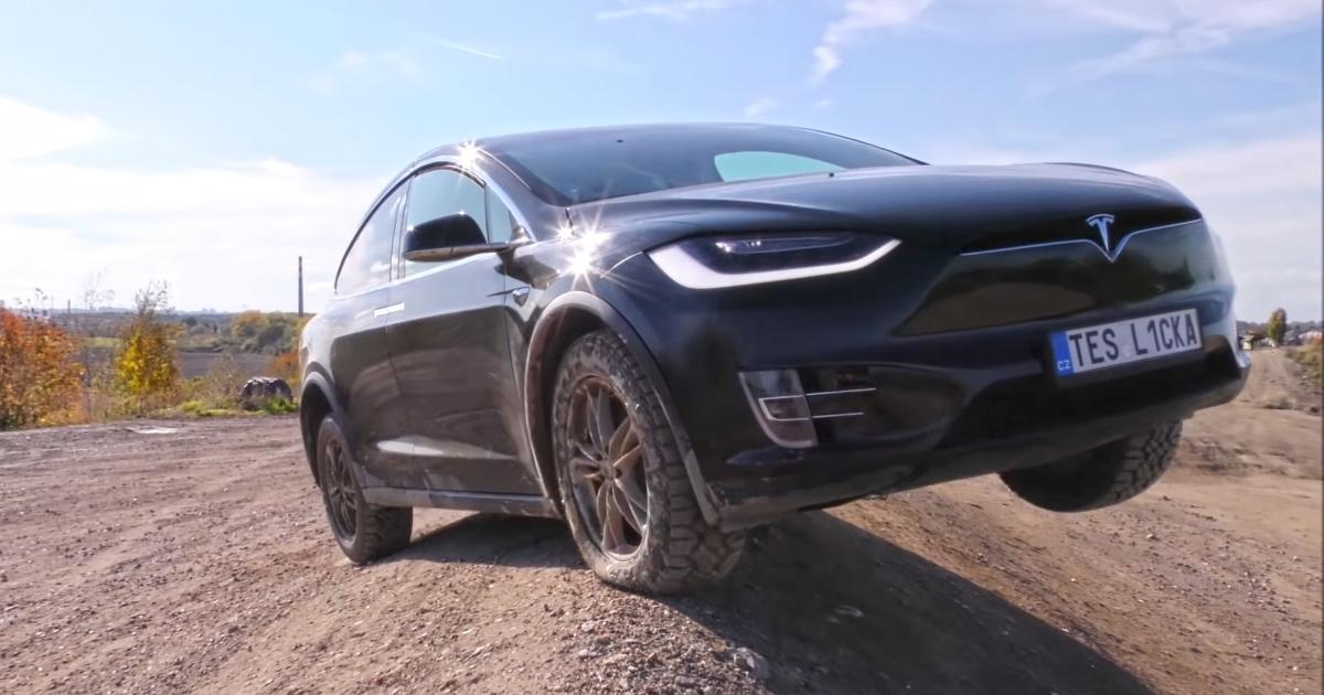 So schlägt sich das Tesla Model X im Offroad-Test