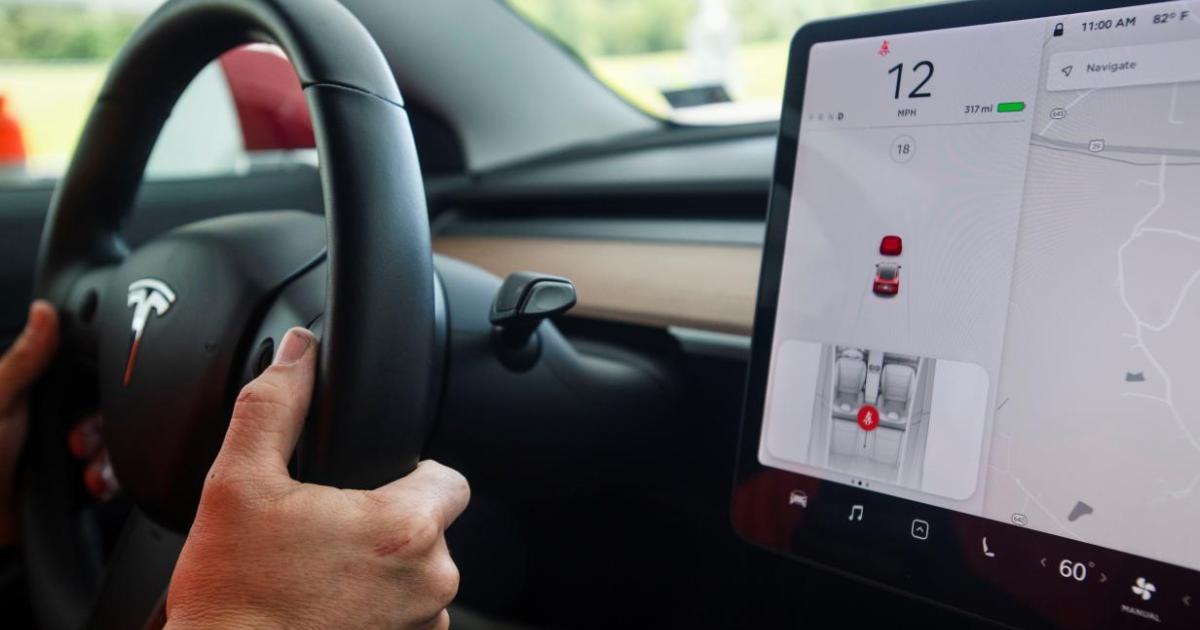 Video: Tesla wird von Suzuki GSX-R750 gefordert