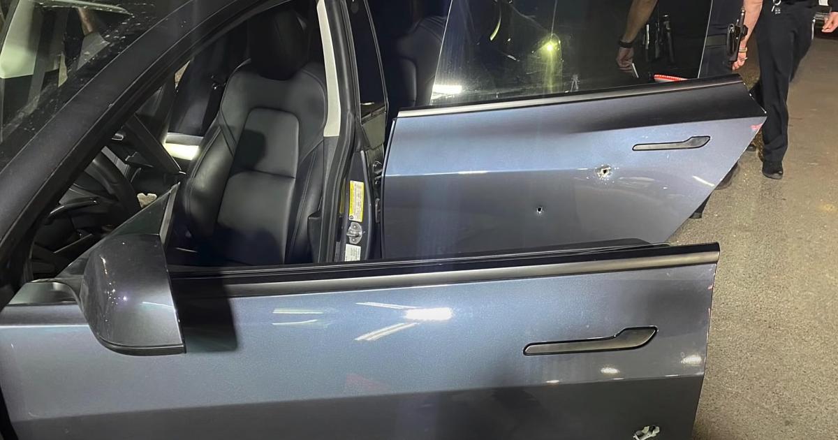Dashcam-Video-zeigt-wie-SUV-Fahrer-auf-Tesla-schie-t