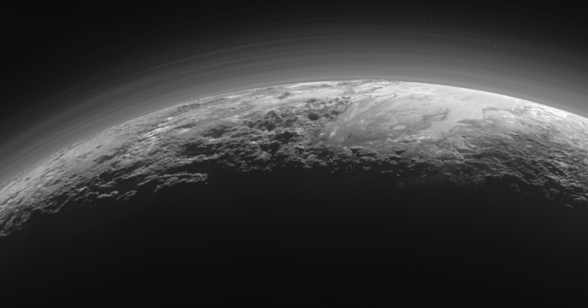 Neues Pluto-Bild zeigt Stickstoff-Nebel und Eiskreislauf