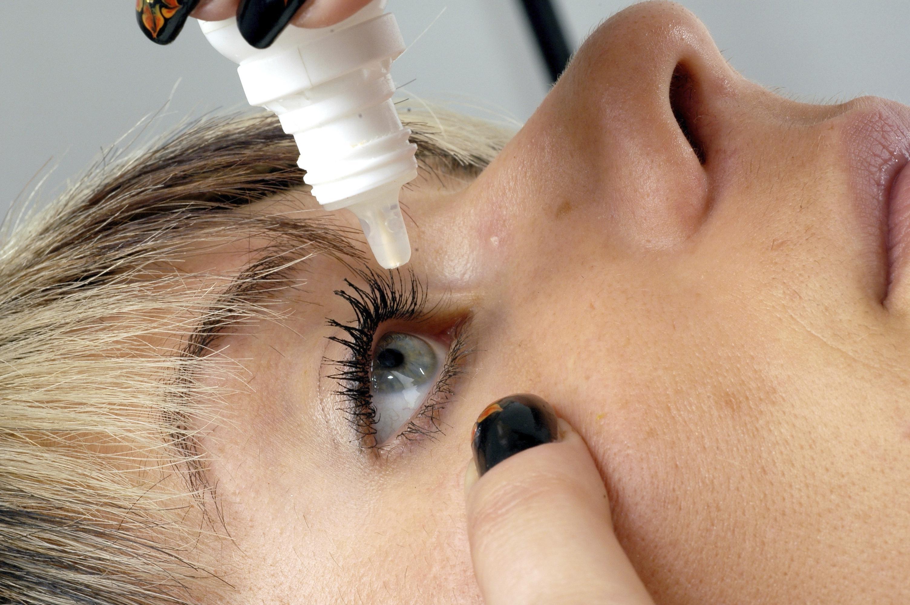 Augentropfen mit Nanopartikeln könnten Brillen ersetzen