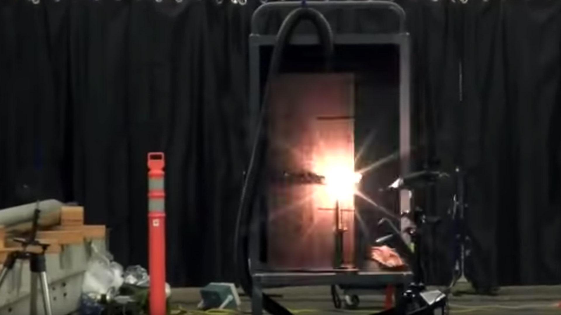 Sprechender Laser soll Menschen auf Distanz halten